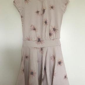 Fin kjole str 6 år