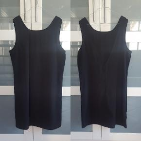 MbyM kjole i str. S. Aldrig brugt. Kan sendes med DAO mod køber betaler portoen.