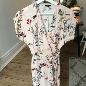 Wrap / slå-om kjole  Nypris 750-800 (husker ikke præcis).