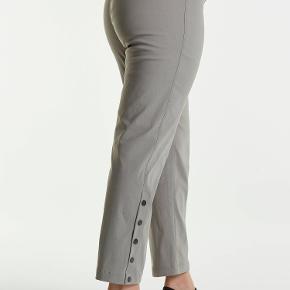 Skønne bukser med elastik i taljen.  Super pasform og masser af stretch  Brugt 1 gang