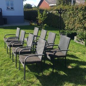 8 velholdte sorte havestole fra Outrium sælges. Inkl. 6 hynder. Havemøbler / havestole / stol / stole / udendørs møbler