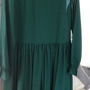 Grøn let kjole i str 38 fra Day Birger et Mikkelsen  96% polyester 4% elastan