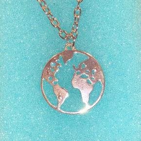 Helt ny World halskæde, som aldrig har været brugt. Nypris var 99 kr. Kan sendes som brev, så fragten kun bliver 10 kr:))