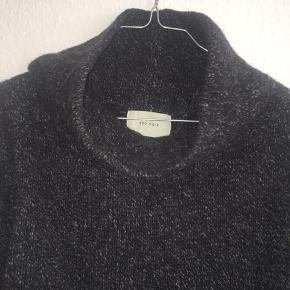 """Lækker sweater med """"rulle"""" krave"""