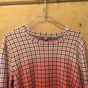 Flot COS-trøje, højest brugt 2 gange. Prisen er fast 💕  (Lille i størrelsen)