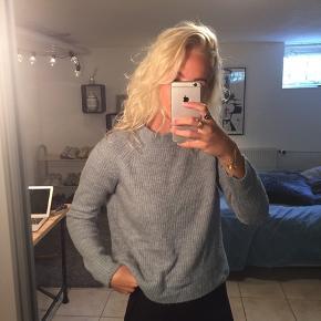 Flot svag lyseblå sweater. Brugt få gange. Rigtig lækker