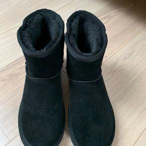 Lækre bamsestøvler fra Esprit i god kvalitet. Brugt 2 gange. Sælges da de ikke lige er mig 🌸