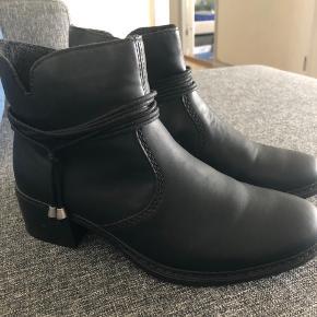 Sort lækker støvle. Aldrig brugt. Købt for stor i størrelsen.