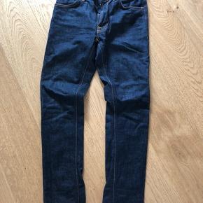 Helt nye raw denim jeans fra Nudie jeans i økologisk bomuld.  Størrelse 28/30.