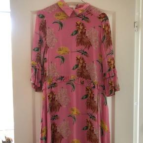 Sælger min kjole fra Ganni som er brugt en enkelt gang og fremstår som ny🌸