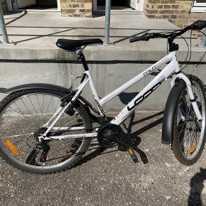 """Børne cykel på 26""""  Rigtig flot og velholdt cykel som mere eller mindre kun har stået i en kælder. Sælges da den er blevet for lille."""