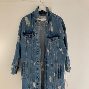 Super fed lang skjorte fra Zara i str M ⚡️ np: 500kr. Brugt 2 gange og fremstår derfor som ny.   Porto på købers regning.