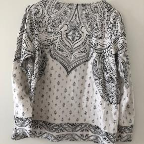 Blusen er kun brugt 2 gange så den fejler ingenting. Får den desværre ikke brugt så håber at en anden kan få glæde af den :-)