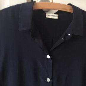 Likarah silkeskjorte i str 38. Super fin stand. Pris 300,-pp Bytter ikke.