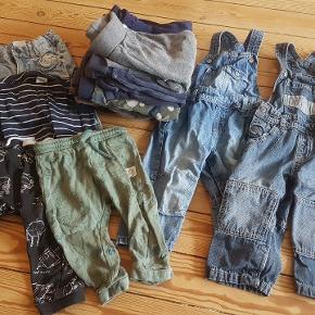 Indeholder: 13 x bukser 2 x smækbukser 3 x trøjer 2 x skjorter 2 x heldragt 1 x Hummel uv-dragt 4 x shorts 4 x T-shirts 3 x body