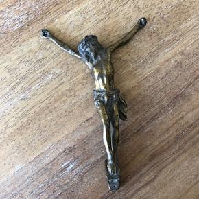 Jesus uden kors sælges  Der er hul i både hænder og fødder, så den kan hænges op.  Måler ca 19,5 cm  Sælges for 200kr  —————————————————————— - Sender med DAO - Betaling via Mobilpay - Ved TS handel betaler køber gebyr ——————————————————————