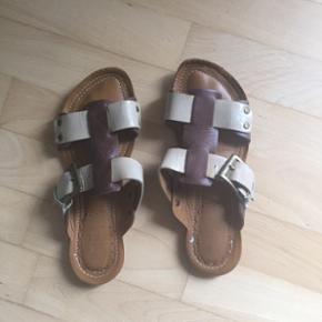 De lækreste sandaler i skind sælges på Frederiksberg..  Str. 38