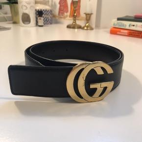 Vintage gucci bælte med guld logo :)  Super flot og kan pifte et hvert outfit op 🌺   - køber betaler fragt - kan mødes eller kan det afhentes hos mig :)