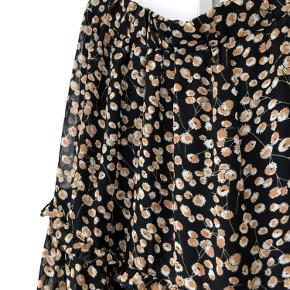 Fin nederdel med blomster i str. M fra Y.A.S. Kun brugt få gange