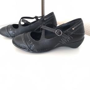 Helt nye sko kun prøvet. I sort læder