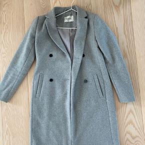 Lækker frakke fra Modstrøm perfekt til vinter. Kun brugt få gange sidste år, og har derfor ingen brugstegn.
