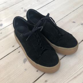 Cos sko - sort ruskind og gummi bund