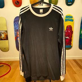 Adidas Skateboarding  Langærmet t-shirt   IKKE RYGER HJEM
