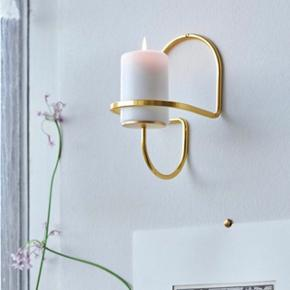 HAY Lup Wall candle holder  HAY Lup Wall Lysestage messing  Mounted once on wall but never used. Includes small gold screw see photo 2.   Mål:  B 11 X D 12 X H 11 cm