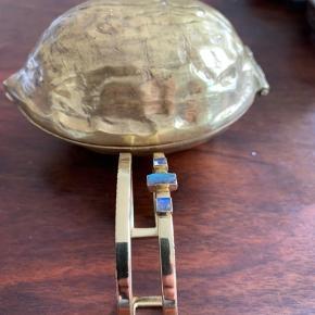 Rigt unikt forgyldt armbånd af den danske smykke kunstner Connelia webb Armbåndet er næsten ikke brugt