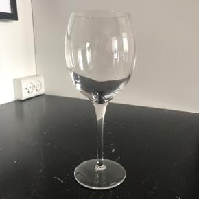 Mange af glassene er ubrugte. Højst 4 er brugt. Fra mærket ALESSI Der er 9 stk