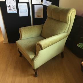 Rigtig fin ældre lænestol. Den perfekte retro lænestol til hjemmet. Og så er den grøn 😉