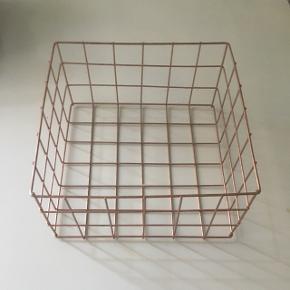Kobberhylde eller kurv 24x24x12