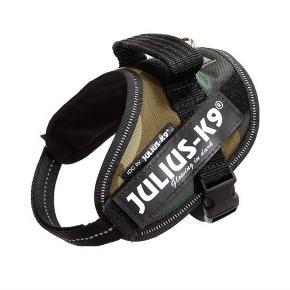 Julius K9 sele i camouflage i str. Mini til hunde på 7-15 kg. Aldrig brugt. Kan afhentes på Vesterbro ☺️
