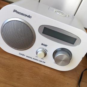 DAB+ radio, Prosonic, kan bruges med batterier eller med strømstik (medfølger)
