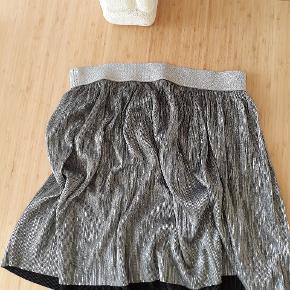 Sølv nederdel fra H&M.