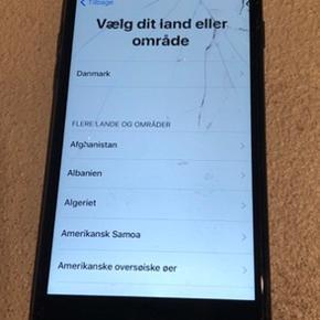 IPhone 7, 128gb uden kvittering og oplader, kun med boks. Skærmen er gået i stykker og rent kosmetisk er telefonen ikke den pæneste, men den virker 100% derudover :) Kan sagtens sendes forsvarligt :)
