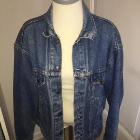 Vintage Denim / cowboy jakke fra levis. Størrelse medium. Ved køb af flere ting kan der opnås mængderabat