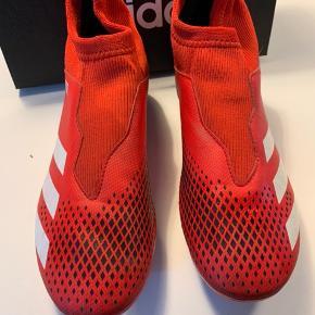 Predator 20.3 LL FG J fodboldstøvler, desværre købt for små så kun brugt et par gange