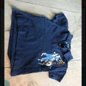 T-shirt Farve: Blå  Bredde:28 cm  Længde:35 cm    Bytter ikke og mindsteprisen er 120pp