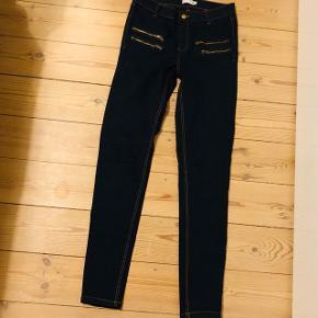 Sælger disse fede mørkeblå jeans fra Vrs fashion str. 38 - helt nye!