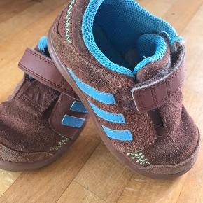 Ægte læder adidas Sneakers til børn. Næsten som ny. STR.23