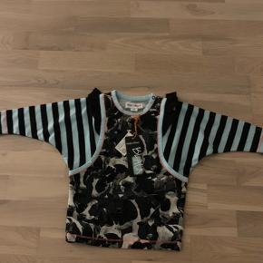 Ny bluse med dyreprint fra Phister & Philina str 80. Stadig med mærke.  Nypris 300kr  Køber betaler Porto.