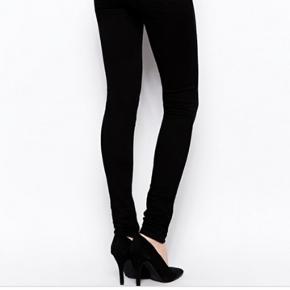 Just Female sorte skinny jeans. Kun brugt en gang og fejler ingenting. Bemærk at jeg har de samme jeans i str S til salg også.  #30dayssellout