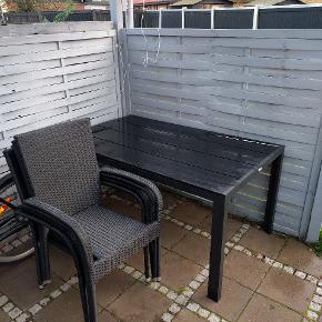 Havesæt med bord & 4 stole. Købt april 2018