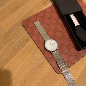 Sælger dette flotte ur fra danske A.kjærbede. Uret er kun blevet brugt til fotoarbejde, og derfor aldrig brugt.  Remmen er i rustfri stål