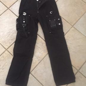 Uoriginal politi bælte   Og uoriginal politi bukser sorte størrelse L/XL     Kasket  uoriginal      Sælges samlet