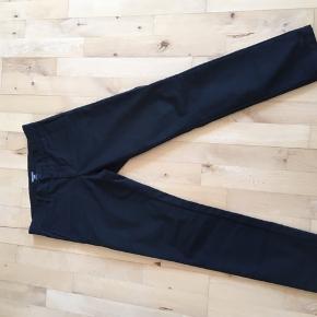 Carhartt wip sid pant bukser i str. 28/30  Farve: sort Ny pris: 800kr  Sælges for 500kr (ellers byd gerne)