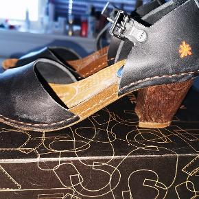 Så fine sandaler, brugt et par gang. De bliver desværre bare ikke valgt, når der skal vælges sko!