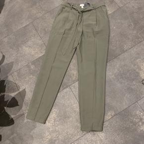 Frit valg 100 kr Grønne bukser Str 36 Bukser med dyreprint Str 34