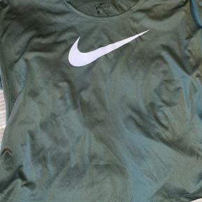 nike t-shirt til alt slags træning.  aldrig brugt  nypris: 300kr  BYD gerne